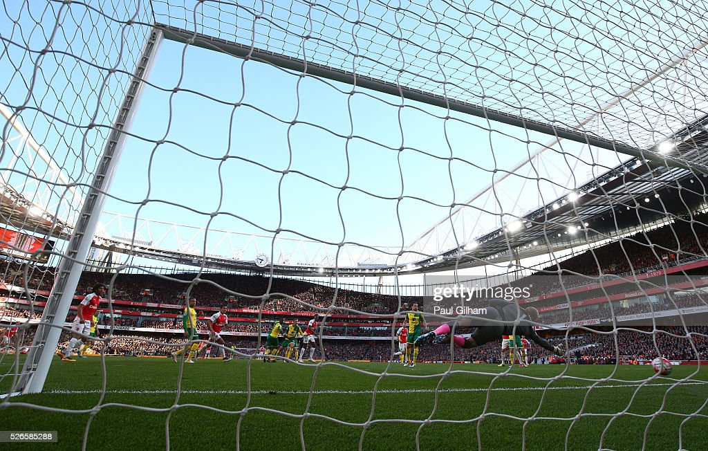Danny Welbeck of Arsenal scores the opening goal during the Barclays Premier League match between Arsenal and Norwich City at The Emirates Stadium on April 30, 2016 in London, England