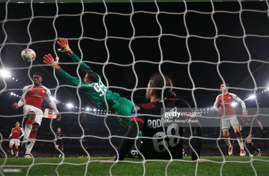 Danny Welbeck of Arsenal scores their 3rd goal during the UEFA Europa League Round of 16 2nd leg match between Arsenal and AC MIian at Emirates Stadium on March 15, 2018 in London, England.