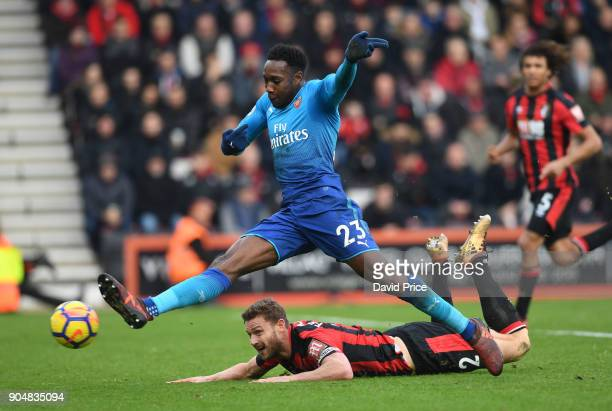 Danny Welbeck of Arsenal shoots under pressure from Simon Francis of Bournemouth during the Premier League match between AFC Bournemouth and Arsenal...