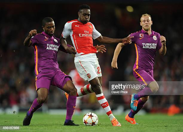 Danny Welbeck of Arsenal takes on Aurelien Chedjou and Semih Kaya of Galatasaray during the UEFA Champions League group match between Arsenal and...