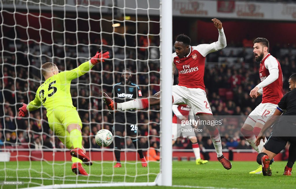 Danny Welbeck scores a goal for Arsenal during the Carabao Cup Quarter Final match between Arsenal and West Ham United at Emirates Stadium on December 19, 2017 in London, England.