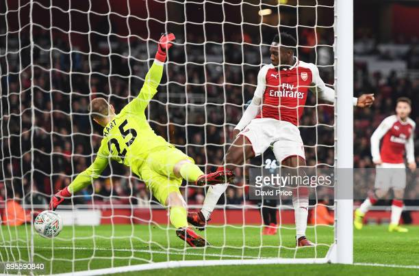 Danny Welbeck scores a goal for Arsenal during the Carabao Cup Quarter Final match between Arsenal and West Ham United at Emirates Stadium on...
