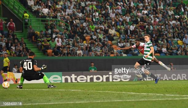 Danny Welbeck scores Arsenal's goal during the UEFA Europa League Group E match between Sporting CP and Arsenal at Estadio Jose Alvalade on October...