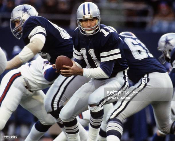 Danny White of the Dallas Cowboys takes the snap during a NFL game against the New York Giants on December 19 1981 in East Rutherford New Jersey