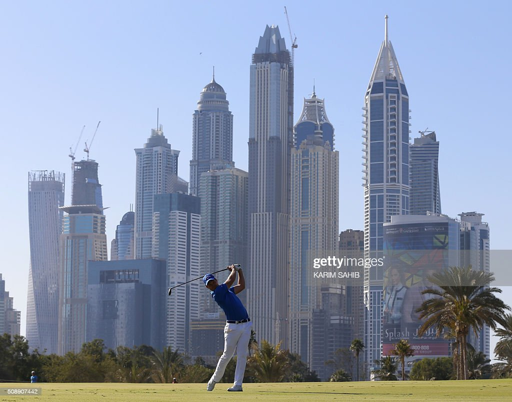 Danny Willett of England plays a shot during the 2016 Dubai Desert Classic at the Emirates Golf Club in Dubai on February 7, 2016. / AFP / KARIM