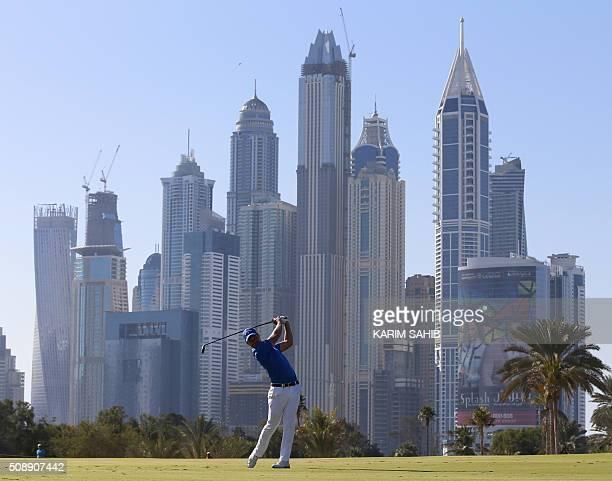 Danny Willett of England plays a shot during the 2016 Dubai Desert Classic at the Emirates Golf Club in Dubai on February 7 2016 / AFP / KARIM SAHIB