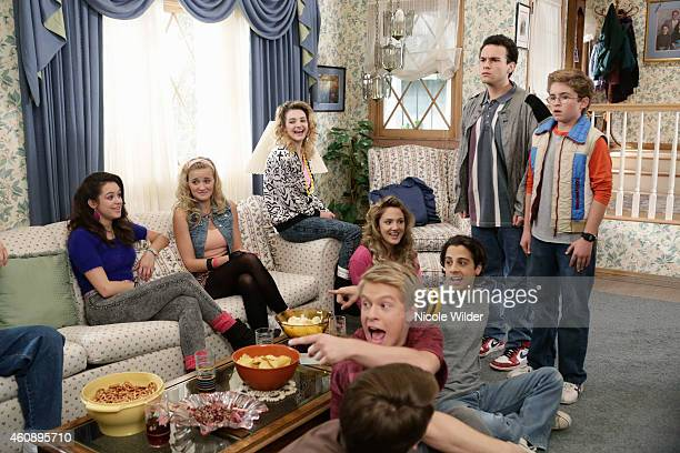 THE GOLDBERGS DannyDonnieJoeJonJordan After falling boxes trap Murray in the garage he demands Beverly get rid of everything except for one trunk...