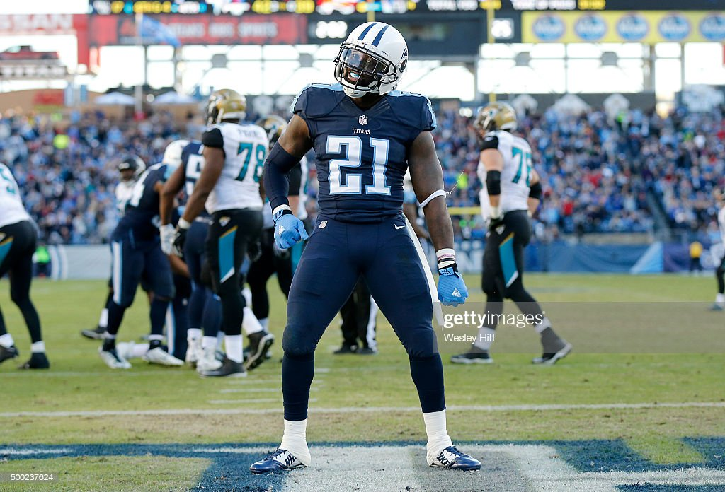 Da'Norris Searcy #21 of the Tennessee Titans celebrates during the game against the Jacksonville Jaguars during the game at Nissan Stadium on December 6, 2015 in Nashville, Tennessee.