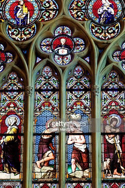 Dans le choeur de l'église Saint Jean de Malte première église gothique de Provence un detail du vitrail de Charles Marechal ici est représentée la...