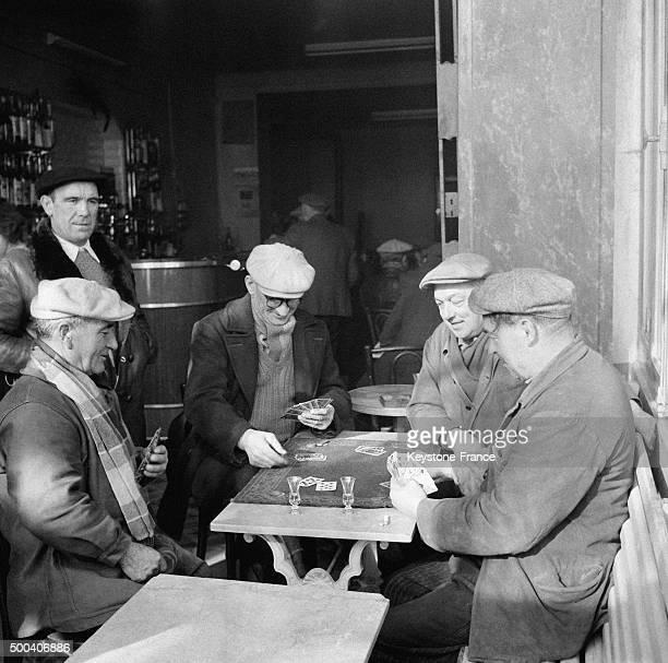Dans un bar 1956 a Marseille France