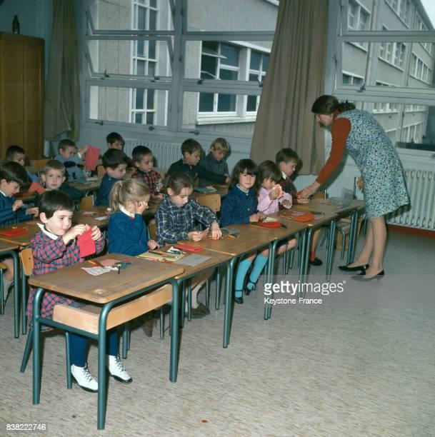Dans une salle de classe d'une école maternelle en France en 1967