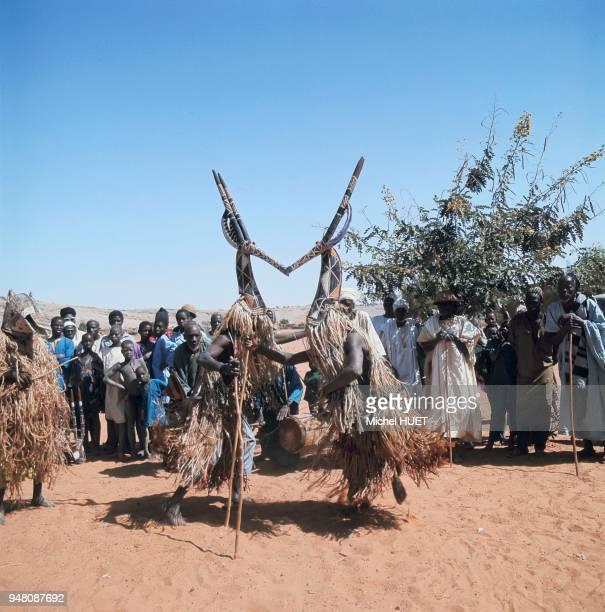 Danse des masques Adone chez les Kurumba au Burkina Faso vers 19601970 Danse des masques Adone chez les Kurumba au Burkina Faso vers 19601970
