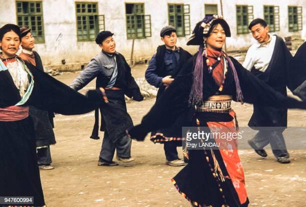 Danse traditionnelle au Tibet Chine