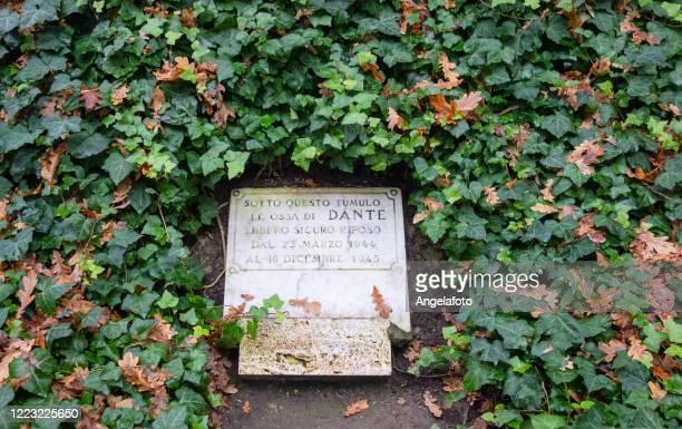 ダンテ・アリギエリ 詩人墓 - ラヴェンナ ストックフォトと画像