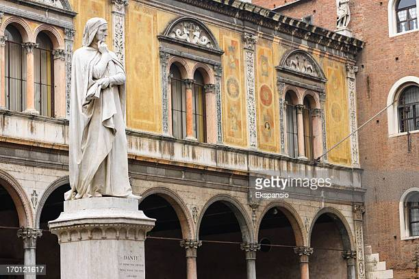 Dante Alighieri Statua in Piazza dei Signori a Verona