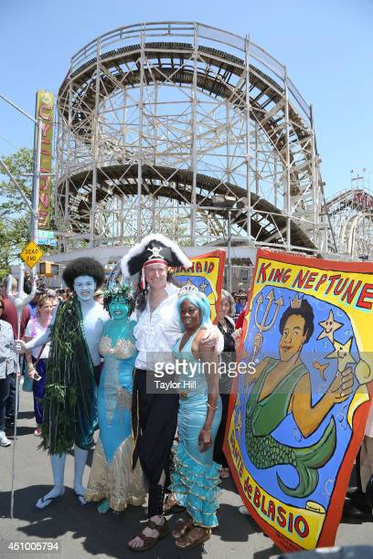Dante de Blasio, Chiara de Blasio, New York City mayor Bill de Blasio, and Chirlane McCray attend the 2014 Mermaid Parade on June 21, 2014 in New...