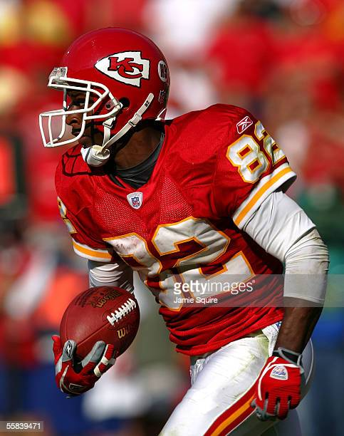 Dante Hall of the Kansas City Chiefsreturns the ball for a touchdown during the first half of the game against the Philadelphia Eagles on October 2...