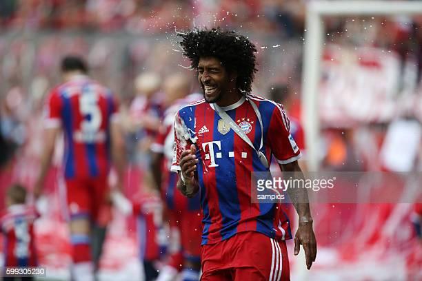 Dante nach der Bierdusche FC Bayern München feiert die 24. Deutsche Meisterschaft Fussball Bundesliga : FC Bayern München - VFB Stuttgart Spieltag 34...