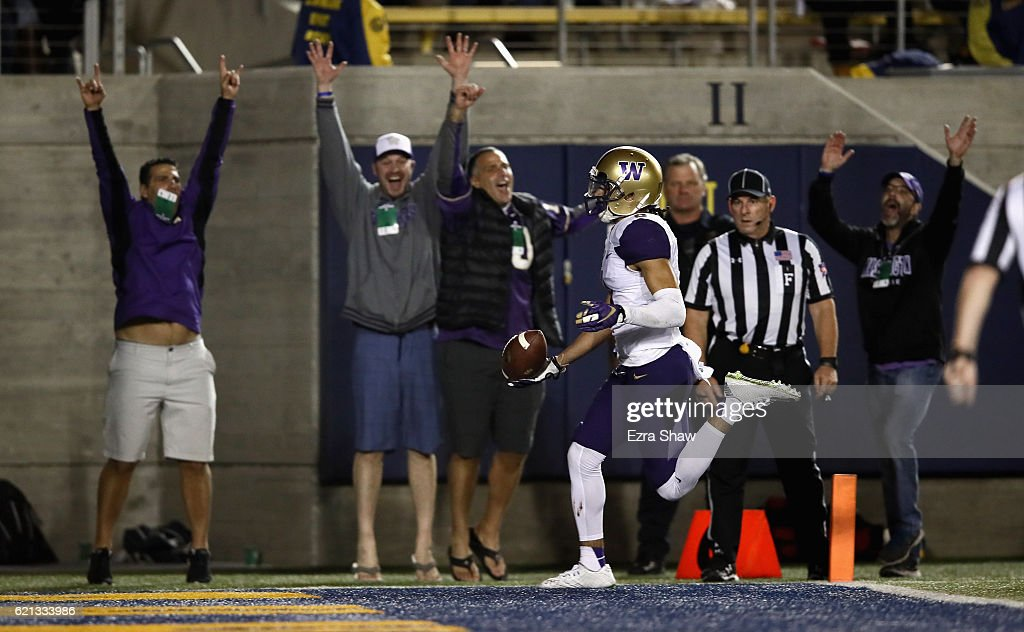 Dante Pettis #8 of the Washington Huskies runs the ball in for a touchdown against the California Golden Bears at California Memorial Stadium on November 5, 2016 in Berkeley, California.