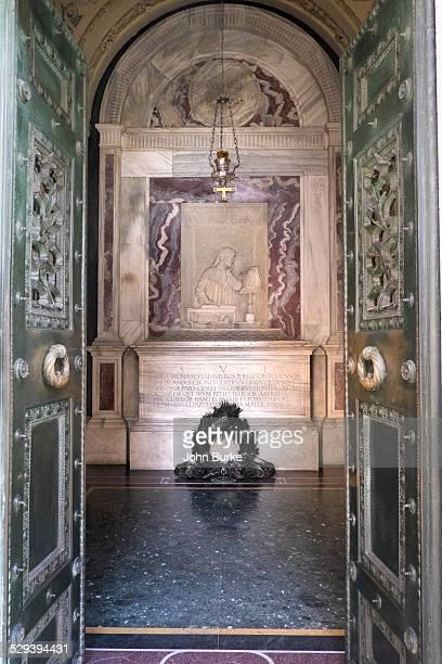 dante's tomb - dante alighieri stock photos and pictures