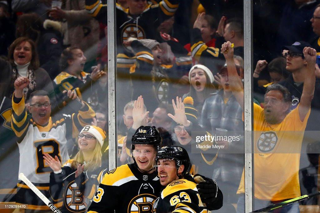 Chicago Blackhawks v Boston Bruins : News Photo