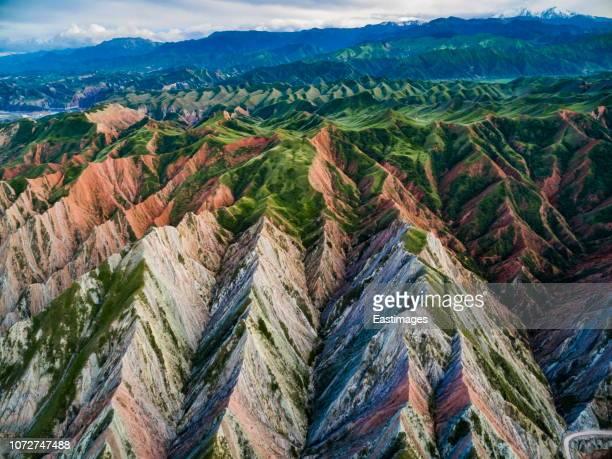 danxia landform, xinjiang, china - 丹霞地形 ストックフォトと画像