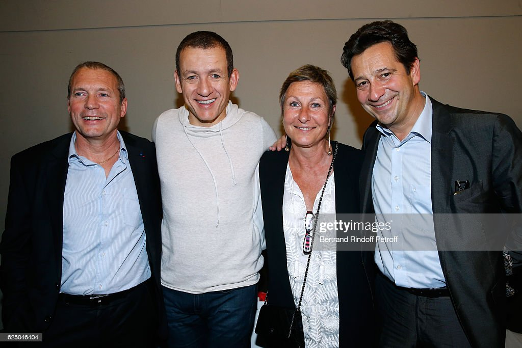 Dany Boon (2nd L), Laurent Gerra (R), Director of the RAID and the FIPN, Jean-Michel Fauvergue (L) and his wife (2nd R) pose Backstage after the 'Dany De Boon Des Hauts-De-France' Show at L'Olympia on November 16, 2016 in Paris, France.