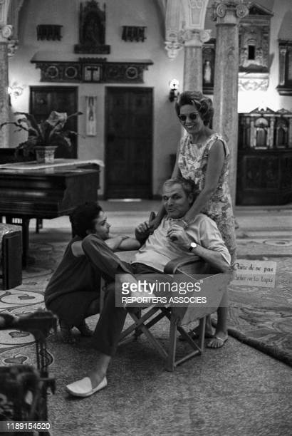 Dany Carrel et Madeleine Robinson en compagnie du réalisateur André Cayatte lors du tournage du film 'Piège pour cendrillon' le 29 juin 1965 France