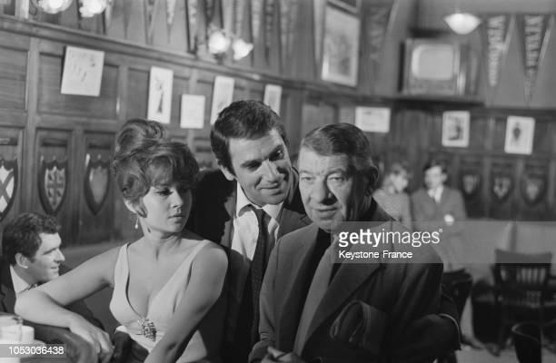 Dany Carrel Robert Hossein et Robert Dalban dans une scène du film en France le 24 août 1967