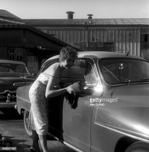 Dany Carrel with a Simca Aronde coupee Grand Large
