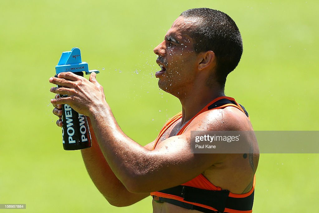 Danyle Pearce sprays water onto his face after running a time trial during a Fremantle Dockers AFL pre-season training session at Fremantle Oval on November 26, 2012 in Fremantle, Australia.