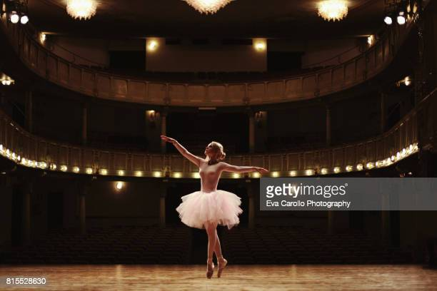 danzando - ballet dancer stock pictures, royalty-free photos & images