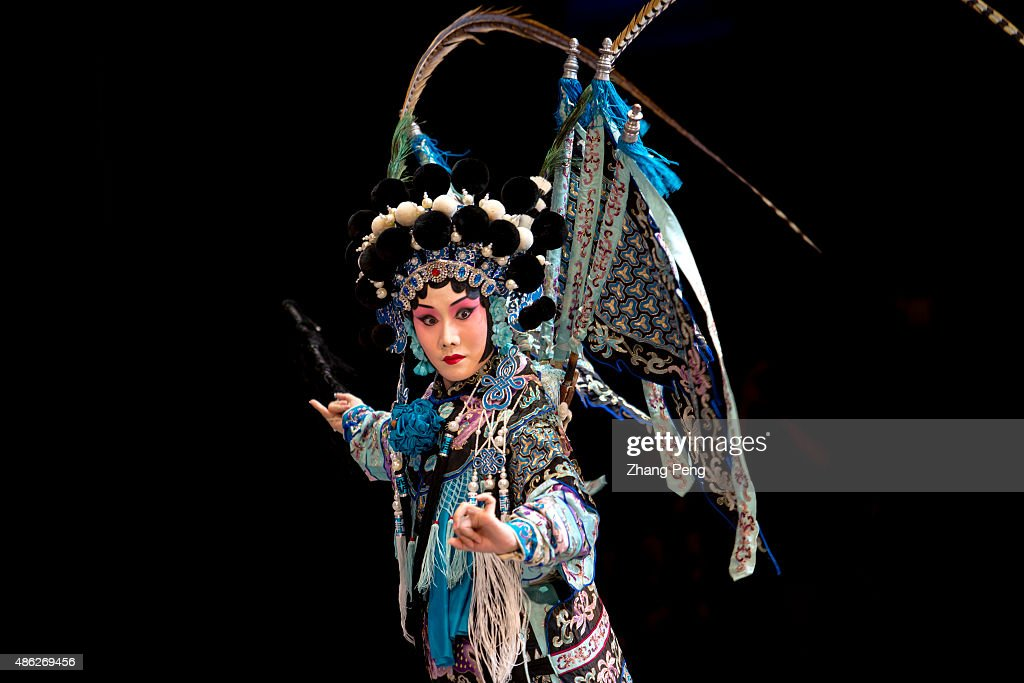 Behind the Scenes at the Peking Opera : News Photo