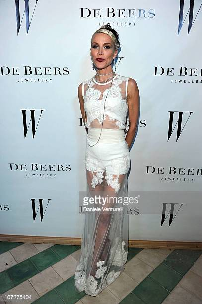 Daphne Guinness attends a dinner hosted by W magazine and De Beers in celebration of Art Basel Miami at Soho Beach House on December 2 2010 in Miami...