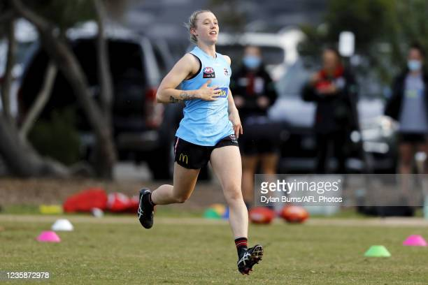 Darcy Guttridge of the Saints in action during the St Kilda training session at RSEA Park on October 14, 2021 in Melbourne, Australia.