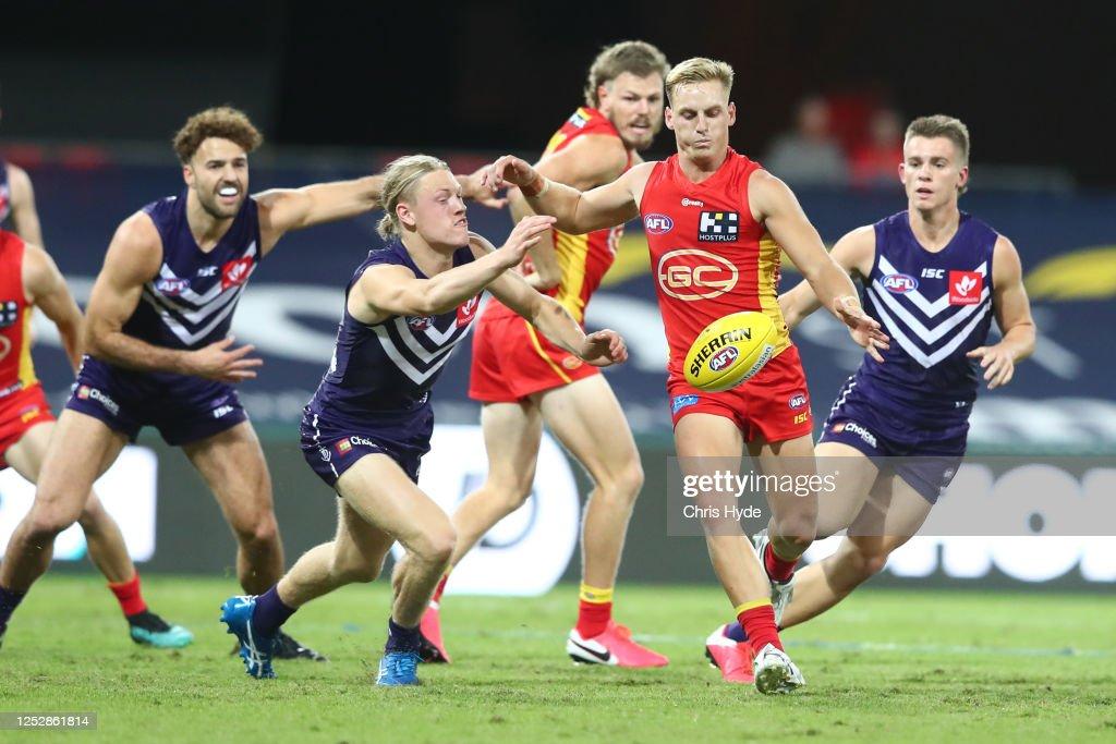 AFL Rd 4 - Gold Coast v Fremantle : News Photo