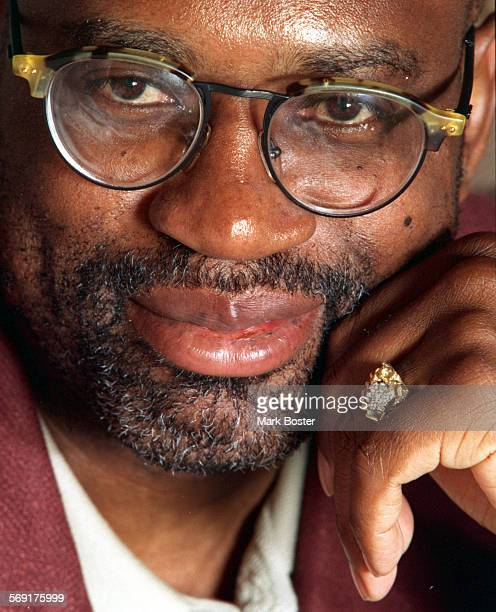 LSDardenPortrait053196MB–––Attorney Christopher Darden portrait taken at the home of Louis and Juditha Brown in Dana Point to help promo the upcoming...