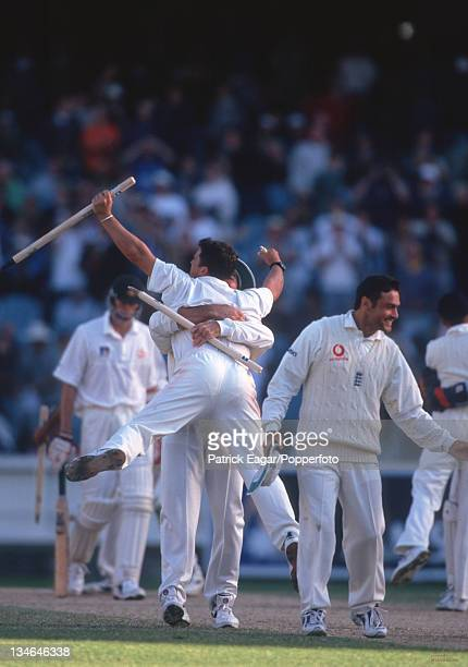 Daren Gough celebrates England win, Australia v England, 4th Test, Melbourne, December 1998-99.