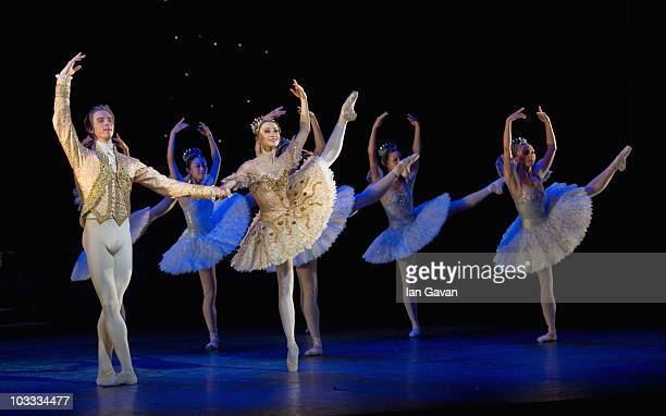 Daria Klimentova and Vadim Muntagriov from the English National Ballet performs during a dress rehearsal of Cinderella at the Coliseum on August 10...