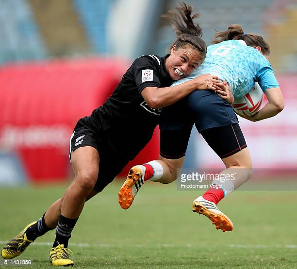 Daria Lushina of Russia in action against Ruby Tui of New Zealand during the Women's HSBC Sevens World Series at Arena Barueri on February 20 2016 in...