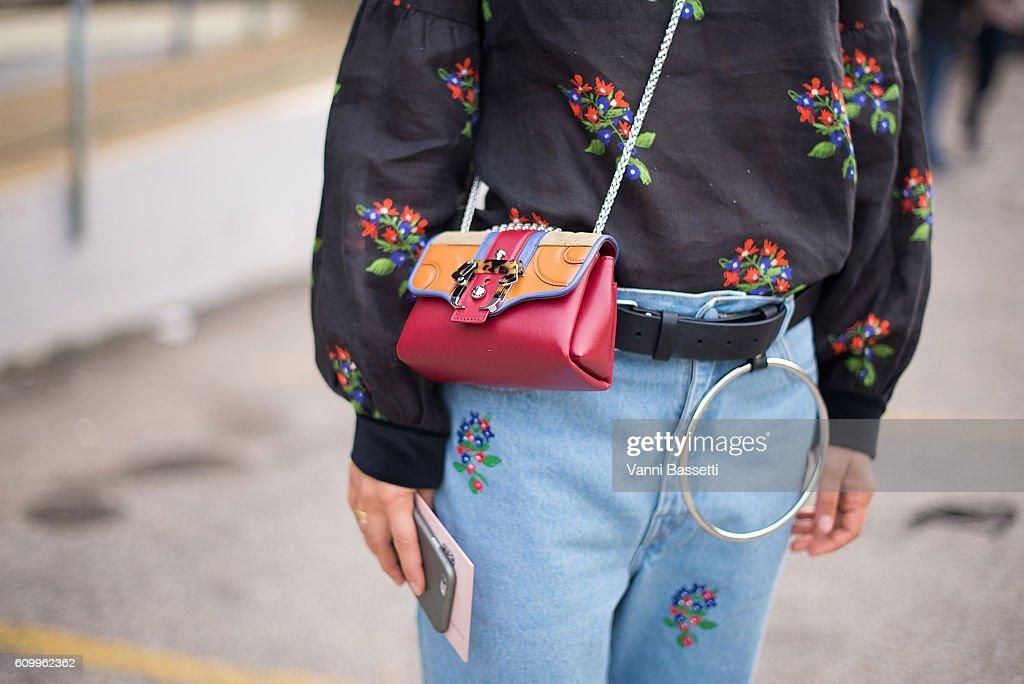 Street Style: September 23 - Milan Fashion Week Spring/Summer 2017 : News Photo