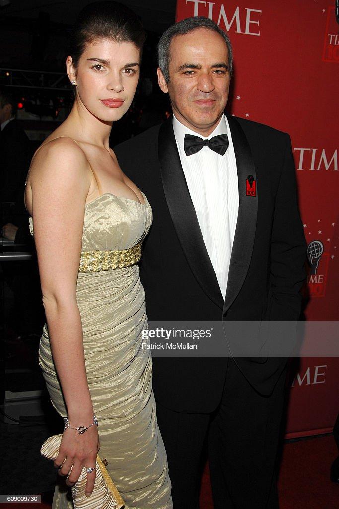Garry Kasparov mit intelligenter, Ehefrau Daria Tarasova