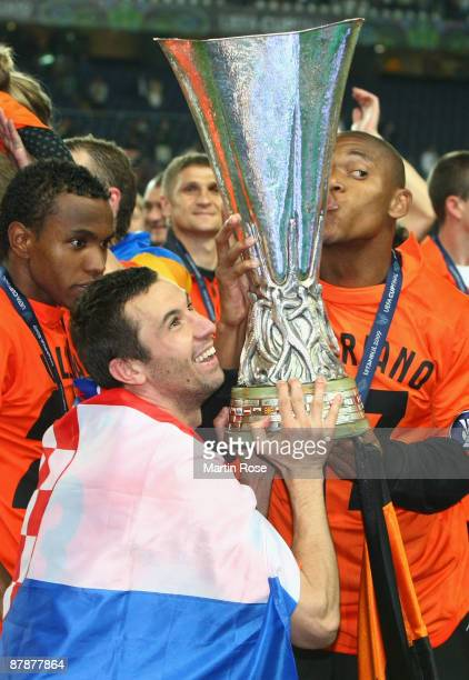Darijo Srna and Luiz Adriano of Shakhtar Donetsk lift the UEFA Cup Trophy following their team's victory after extra time at the end of the UEFA Cup...
