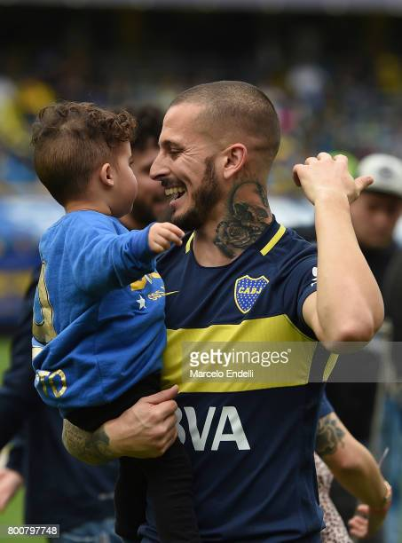Dario Benedetto of Boca Juniors celebrates the Torneo Primera Division 2016/17 title prior a match between Boca Juniors and Union as part of Torneo...