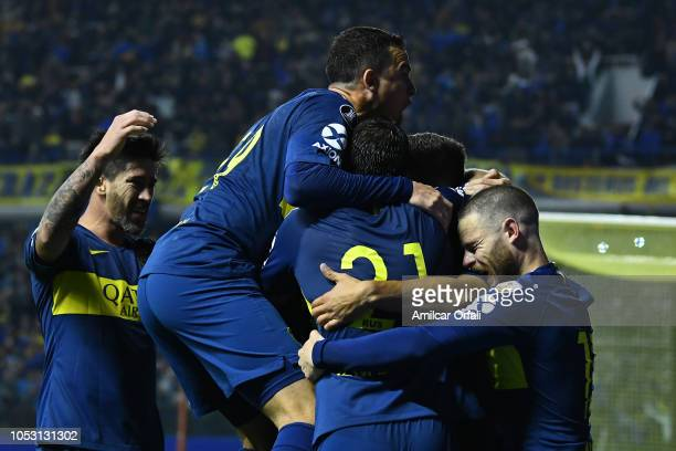 Dario Benedetto of Boca Juniors celebrates with teammates after scoring the first goal of his team during the Semi Final firstleg match between Boca...