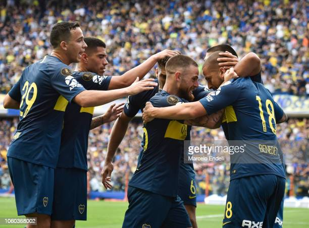 Dario Benedetto of Boca Juniors celebrates with teammates after scoring the second goal of his team during the first leg match between Boca Juniors...