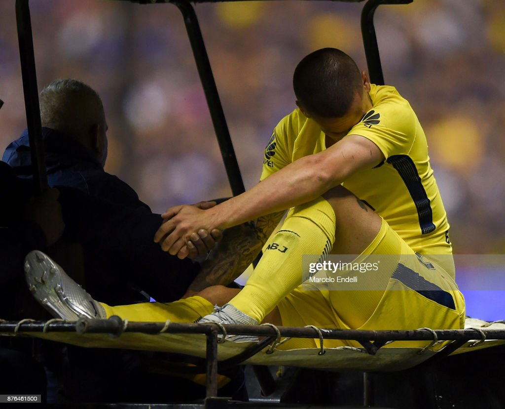 Dario Benedetto of Boca Juniors leaves the field after being injured during a match between Boca Juniors and Racing Club as part of the Superliga 2017/18 at Alberto J. Armando Stadium on November 19, 2017 in Buenos Aires, Argentina.