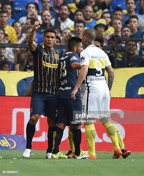 Dario Benedetto of Boca Juniors reacts after the goal scored by Teofilo Gutierrez of Rosario Central during a match between Boca Juniors and Rosario...