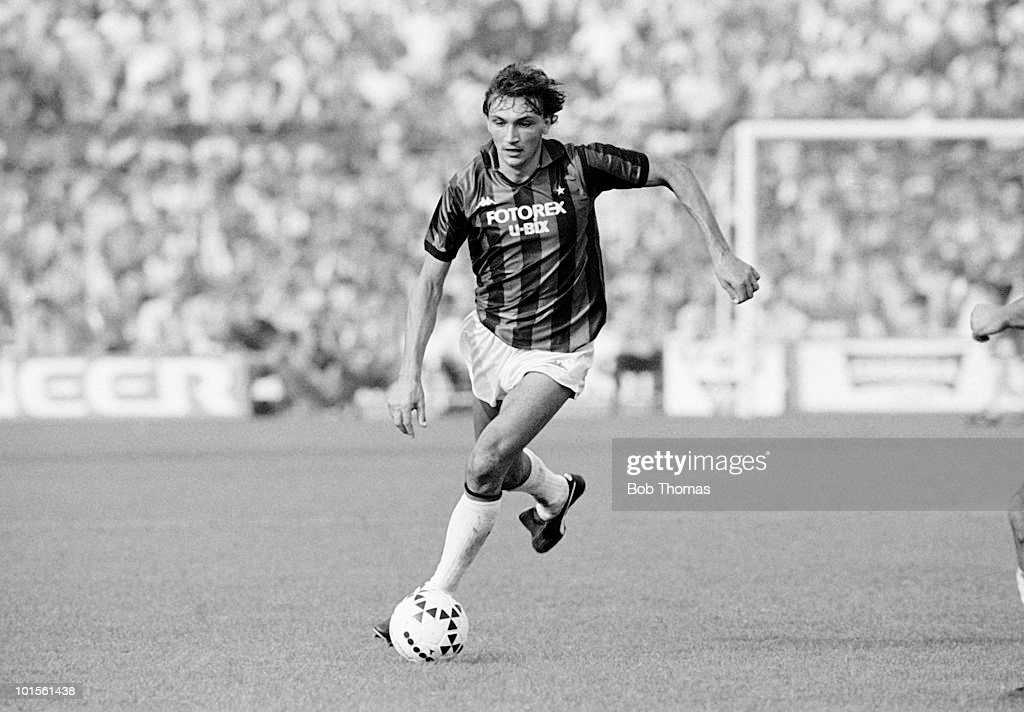 Dario Bonetti of AC Milan in action against Juventus during an Italian League match held at the Stadio Comunale Vittorio Pozzo in Turin, Italy on 5th October 1986. The match ended in a 0-0 draw. (Bob Thomas/Getty Images).
