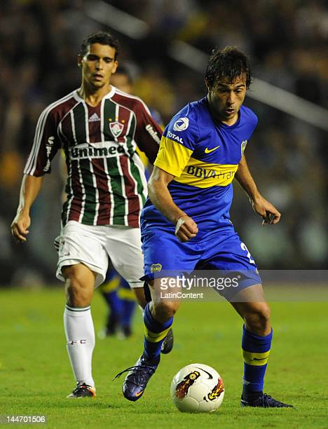 Dario Cvitanich of Boca Juniors conducts the ball during a match as part of the Santander Libertadores Cup at Alberto J Armando Stadium on Mayo 17...
